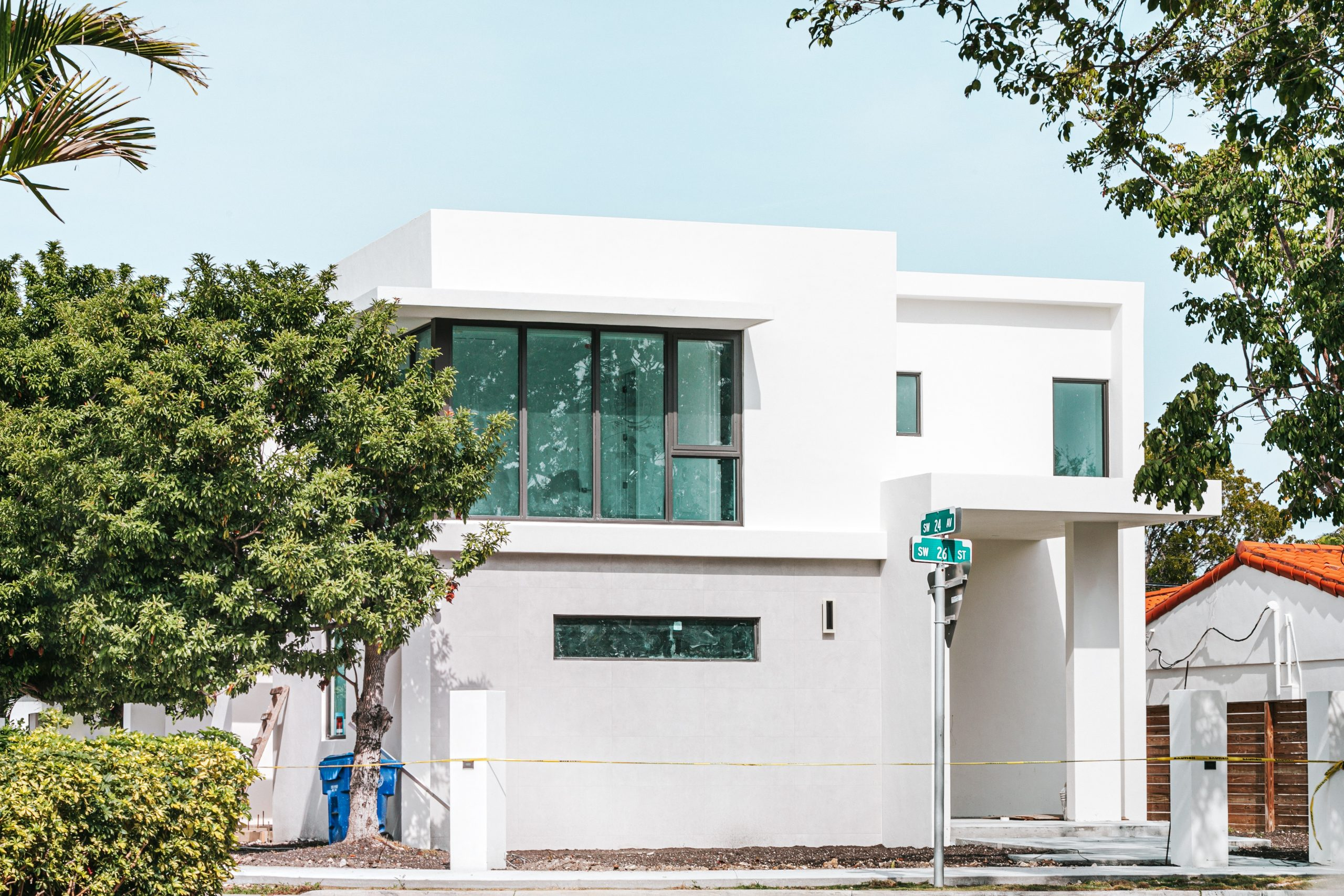 """5 เทคนิคสร้างบ้าน """"สไตล์โมเดิร์น"""" ให้เข้ากับสภาพอากาศเมืองไทย"""